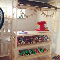 ままごとコーナー/お店屋さんごっこ/お店屋さん/棚改造中/新居/端材…などのインテリア実例 - 2014-07-11 17:30:05 | RoomClip(ルームクリップ) Play Spaces, Kid Spaces, Diy Projects For Kids, Diy For Kids, Playhouse Interior, Baby Playroom, Kids Play Kitchen, Little Girl Rooms, Craft Organization