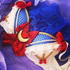 Sailor moon rave bra Rave Costumes, Burlesque Costumes, Rave Festival, Festival Dress, Diy Bra, Music Festival Outfits, Hijab Fashion Inspiration, Cosplay, Rave Wear