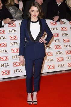 Maisie Williams Maisey Williams, Trouser Suits, Trousers, White Tees, Fashion News, Red Carpet, Awards, Blazer, Chic