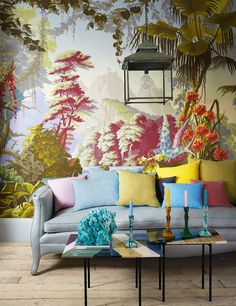 House & Garden U. via Chinoiserie Chic Eye-popping arrangement. I caught this over on my daily read Chinoiserie Chic and it was a ca. De Gournay Wallpaper, Chinoiserie Wallpaper, Chinoiserie Chic, Bold Wallpaper, Amazing Wallpaper, Botanical Wallpaper, Modern Wallpaper, Wallpaper Ideas, Hand Painted Wallpaper
