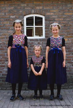 Traditional costume of Staphorst, the Netherlands Historical Costume, Historical Clothing, Netherlands Country, Costumes Around The World, Europe, Attractive People, Folk Costume, Bulgarian, World Cultures