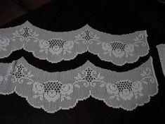 Filet Crochet, Crochet Lace, Crochet Stitches, Crochet Patterns, White Lace Curtains, Lace Window, Crochet Curtains, Viking Tattoo Design, Manta Crochet