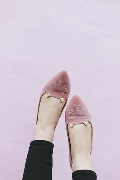 Charlotte Olympia pink Kitty flats - I want! Pretty Shoes, Cute Shoes, Me Too Shoes, Looks Street Style, Looks Style, Charlotte Olympia, Ballerinas, Fashion Shoes, Fashion Accessories