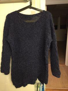 Flettegenser syns nå ikke så mye pga fargen, men brukt Drops Melody pnr 6, mørk blå Sweaters, Fashion, Moda, La Mode, Sweater, Fasion, Fashion Models, Trendy Fashion