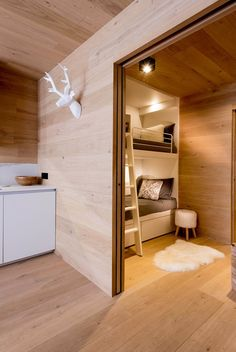 White As Snow - Picture gallery Bunk Rooms, Basement Bedrooms, Chic Chalet, Plan Chalet, Deep Closet, French Apartment, Chalet Design, Cool Bunk Beds, Bunk Bed Designs