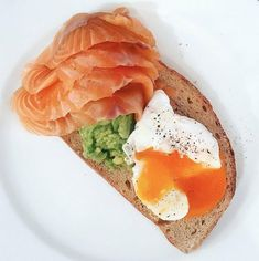 Smoked salmon, avocado & poached egg