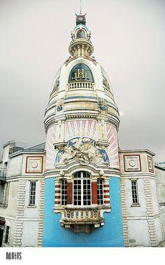 """Vestige de l'usine Lefèvre-Utile qui fabriquait depuis 1846 les fameux petits-Beurre LU, dits les """" Ptits Lu """" Nantes France"""