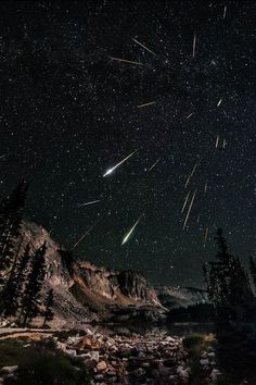 Meteor shower by Dav share moments