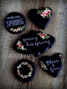 chalkboard cookies by mint_lemonade Summer Cookies, Fancy Cookies, Valentine Cookies, Iced Cookies, Cute Cookies, Cupcake Cookies, Cookies Et Biscuits, Valentines, Cookie Icing