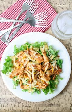 Easy Chicken Taco Salad – Gluten Free Use homemade ranch! Healthy Chicken Recipes, Healthy Dinner Recipes, Mexican Food Recipes, Cooking Recipes, Mexican Dishes, Diabetic Recipes, Clean Eating, Healthy Eating, Healthy Foods
