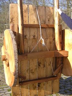 dscn6473 Medieval Furniture, Primitive Furniture, Viking Camp, Wood Cart, Viking Village, Horse Wagon, Medieval Market, Old Wagons, Woodworking Inspiration
