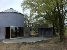 Grain Bin House - For those looking for a unique alternative building method then a grain bin house could be just what you are looking for. Grain bins can b Halle, Silo House, Grain Silo, Stone Barns, Large Windows, Custom Homes, Abandoned, Gazebo, Outdoor Structures