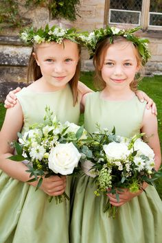 Fabulous #bridesmaid #flowergirl headresses & bouquets from our local florist Kim at the Flowerhouse in Mayfield!!
