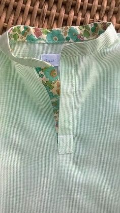 Sewing tips 476959416769864695 - version garçon! Neck Designs For Suits, Neckline Designs, Dress Neck Designs, Designs For Dresses, Blouse Designs, Churidar Neck Designs, Kurta Neck Design, Kurta Designs Women, Refashioned Clothes