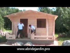 Montage chalet de jardin en bois madriers - YouTube | Mini maison ...