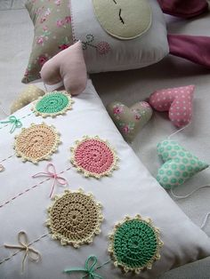 / ajk - - Cojines -You can find Alchemy and more on our website. Crochet Cushion Cover, Crochet Pillow Pattern, Crochet Cushions, Crochet Flower Patterns, Crochet Motif, Crochet Flowers, Cushion Embroidery, Embroidery Patterns, Hand Embroidery