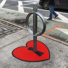 Artist Tom Bob has been running around the streets of New York and Massachusetts, installing his clever street art on common elements in the urban landscape. 3d Street Art, Street Art Graffiti, Street Art News, Best Street Art, Amazing Street Art, Street Artists, Graffiti Artists, New York Street Art, New York Graffiti