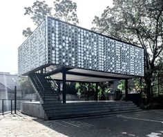 This library designed by SHAU in Indonesia is the first in a series of Microlibraries in different locations throughout the country that aim to tackle the problem of low reading rates    Follow the link in bio for all the latest in Architecture  #WorldArchitectureNews #Architecture #architect #arquitectura #architectureDesign #architectureLovers #building #ArchitecturePorn #Archilovers #instaarchitecture #InstaDesign #Design #عمارة #arquitetura #architektur #تصميم #diseño #建築 #設計…