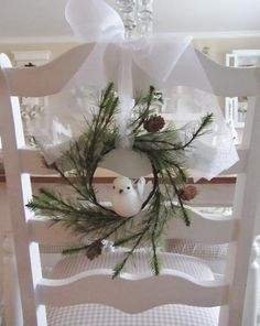 An adorable little Christmas accent for a rustic setting.