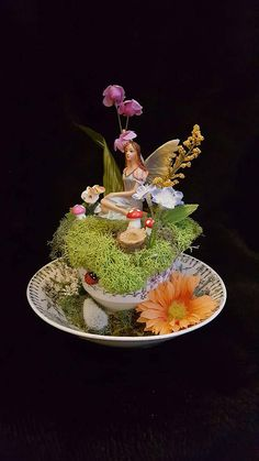 Teacup Fairy Garden with Bunny - Modern Fairy Crafts, Garden Crafts, Teapot Crafts, Cup And Saucer Crafts, Paper Tea Cups, Coffee Cup Crafts, Floating Tea Cup, Tea Cup Art, Biscuit