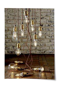 Une monture effet laiton et une ampoule LED à la forme travaillée, il n'en faut pas plus pour donner du style à votre intérieur. #laiton #LED