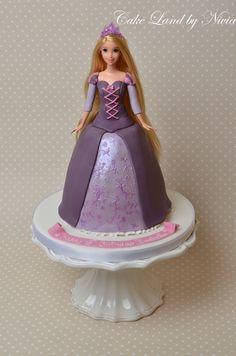 Rapunzel cake - Ava's favourite princess, she'd love this! 4th Birthday Cakes, Girl Birthday Themes, Princess Birthday, Princess Party, Rapunzel Cake, Princess Rapunzel, Barbie Cake, Disney Cakes, Novelty Cakes