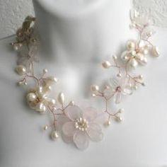 Quartz and Pearl Floral Necklace (6-15 mm) (Thailand)