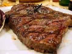 Grilled T-Bone Steak / Bistecca alla Fiorentina Wine Recipes, Gourmet Recipes, Beef Recipes, Tuscan Recipes, Italian Recipes, Grilled T Bone Steak, Argentina Food, Gourmet Cooking, Argentine