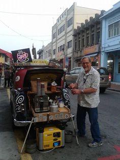 i am a cup of warm coffee waiting for a traveller 我是街上游走的咖啡 而你是闻到我的人