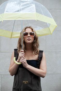 Amy Schumer, House of Blues #yellow #umbrella #sunglasses #fashion