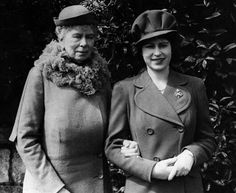 Princess Elizabeth with her grandmother, Queen Mary - (Photo by Keystone/Getty Images) Queen Elizabeth Grandmother, Queen Elizabeth Ii, Princess Margaret, Princess Mary, Margaret Rose, Royal Queen, King Queen, Princess Victoria, Queen Victoria