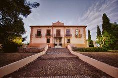 Finca Vera de Estenas, Utiel. #rutadelvinoutielrequena #enoturismo #vino #wine #bodegas #winelover Wine, Mansions, House Styles, Home Decor, Wine Cellars, Paths, Decoration Home, Manor Houses, Room Decor