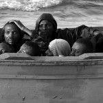 El fotógrafo español ha retratado el viaje de muchos migrantes africanos que han viajado como esclavos aun en el siglo XVII. Un éxodo que no sólo implica...