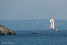"""""""La Belle Poule"""", goélette à hunier    ce matin un beau voilier passe la pointe du Grand  Gouin pour aller vers le large"""