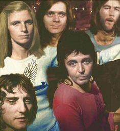 Paul Mccartney And Wings, John Lennon Paul Mccartney, Denny Laine, Linda Eastman, 20th Century Music, Wings Band, Sir Paul, Daddy Issues, Saddest Songs