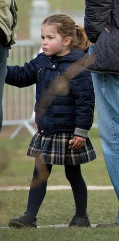 Incredible new photos of Kate Middleton's day out at the fair with Prince George and Princess Charlotte Duchess Kate, Duke And Duchess, Duchess Of Cambridge, Kate Middleton, Royal Princess, Prince And Princess, Prince Harry, Princess Charlotte Photos, William Kate