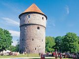 Kiek in de Kök was the most powerful cannon tower in Northern Europe. It is written in the chronicles that Kiek in de Kök was once the most powerful tower along the Baltic shores. Best Travel Deals, Historical Artifacts, 16th Century, Day Trip, Medieval, Old Things, Europe, Towers, Cannon