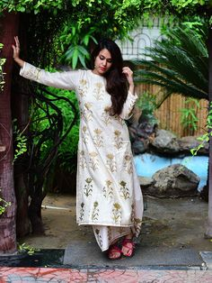 Ivory Cream Mughal Foil Printed Chanderi Suit - Set of 2 Indian Suits, Indian Attire, Indian Ethnic Wear, Kurta Palazzo, Palazzo Pants, Chanderi Suits, Kurta Designs Women, Ethnic Outfits, Other Outfits