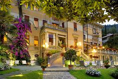 Hotel Laurin - Salò ... Garda Lake, Lago di Garda, Gardasee, Lake Garda, Lac de Garde, Gardameer, Gardasøen, Jezioro Garda, Gardské Jezero, אגם גארדה, Озеро Гарда ... Hotel Laurin, housed in a beautiful Art Nouveau style villa from the early 20th century, is located just 5 minutes walk from Salò town centre on Lake Gardas waterfront. With spectacular lake views Hotel Laurin offers excellent service and top-quality facilities. These include