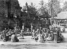 Category:Bali in the Temple Bali, Dutch East Indies, Dutch Colonial, Natural Resources, Balinese, Vintage Pictures, Old Photos, 1930s, Illusions