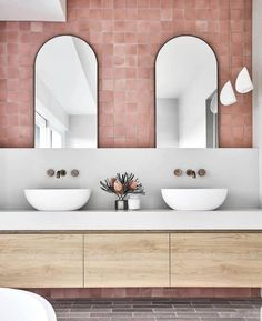 """Brodware on Instagram: """"Byron Bay bathroom by @Louisewalshinteriors featured in @houseandgarden Top 50 Rooms 2019.  Showcasing our Halo range in Weathered Brass…"""" Interior Design Studio, Home Interior, Bathroom Interior, Interior Livingroom, Interior Architecture, Bathroom Inspo, Bathroom Inspiration, Bathroom Niche, Bathroom Black"""