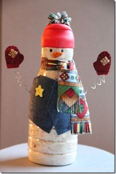 Creamer Bottle Snowman - predecorate simply and have kids fill with mini marshmallows and add finishing touches at school party? Snowman Crafts, Christmas Projects, Holiday Crafts, Holiday Fun, Christmas Ideas, Ornament Crafts, Felt Ornaments, Christmas Decorations, Holiday Decor
