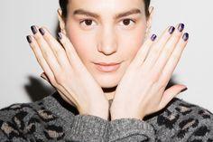 8 ideias de nail art para quem faz o tipo discreta, inspiradas nas passarelas internacionais | Chic - Gloria Kalil: Moda, Beleza, Cultura e Comportamento