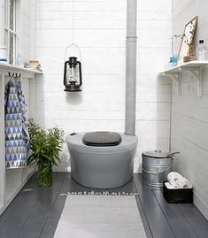 Outside Toilet, Outdoor Toilet, Summer House Interiors, Outhouse Bathroom, Yurt Home, Small Log Cabin, Rv Homes, Composting Toilet, Toilet Design