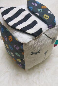 Cube d'éveil sensoriel par AmeliePudding sur Etsy
