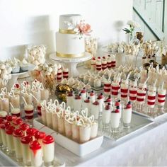 La torta nuziale più bella? Ecco tante idee tra cui scegliere suddivise per tipologia! Una delle cose più difficili all'epoca del mio matrimonio fu la scelta della torta nuziale. Dopo tante rice