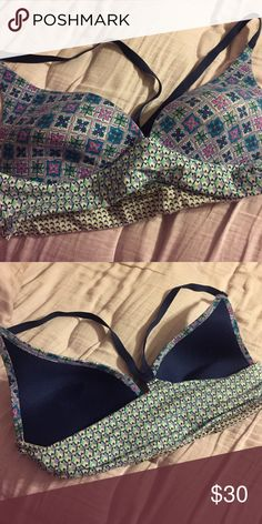 Victoria secret lounge bra Very comfy (even to wear to bed) lounge bra. It is just slightly tight on me that's the only reason I'm giving it away. Otherwise lovely style and fit Victoria's Secret Intimates & Sleepwear Bras