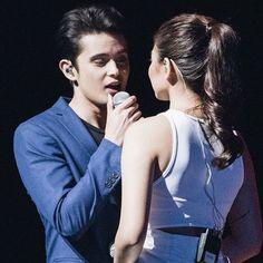 How he sings looking at      Nadine ..love it #james
