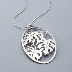 After drawing the image of a monstera tropical plant, this pendant is then peirced entirely by hand, shaped and polished.Materials: sterling silver (back is finished with 24k gold leaf)Dimensions: 5cm wide x 7cm highI am happy to do custom orders, please contact me to order your monstera pendant in a different metal or with the addition of gemstones.