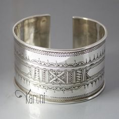 Contemporary silver bracelet from the Tuareg people of Niger | 295€